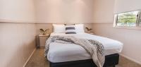 06-main-bedroom-no11