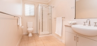08-main-bathroom